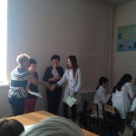 Зав. каф. пат. анатомии Сапаргалиева А.Д. награждает ст. 2 курса ОМ нагашыбай А.